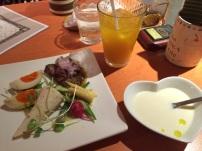 ランチの前菜とスープとドリンク