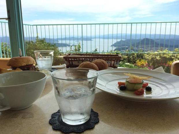 弓張の丘ホテル内のカフェ