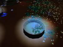 「しん窯」の青花ブランドのお皿からは花びらが飛び散る