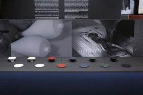 ピエール・シャルパンと福井のシリコンメーカー・SHINDOで開発した、お香立てとキャンドルホルダー