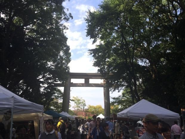 福岡・護国神社の蚤の市